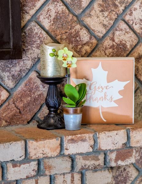 Fall-home-decor-mantle.jpg