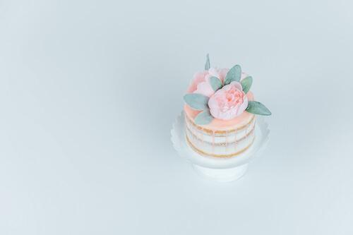 mini-wedding-cake-2021-wedding-trends